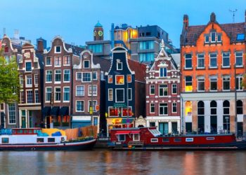 Amsterdam-canal-and-building